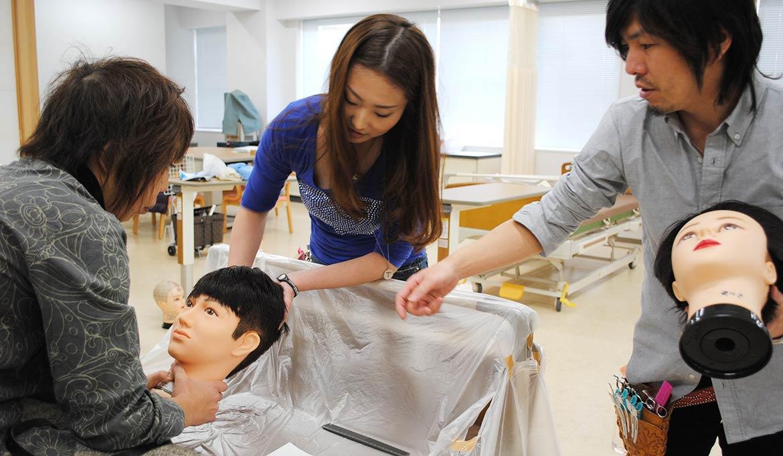 訪問理美容師養成ベットカット指導風景
